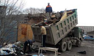Вывоз мусора в Махачкале.